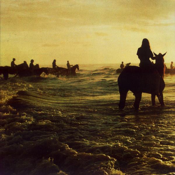 foals-holyfi_02