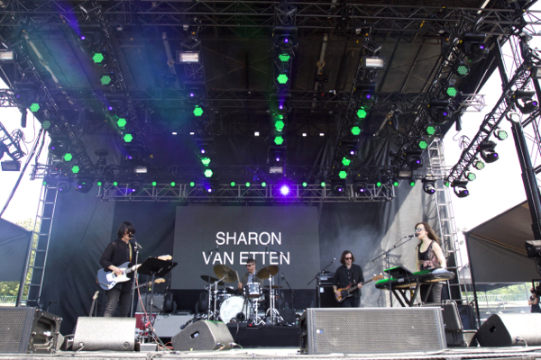 9_Sharon Van Etten_Governors Ball 2015