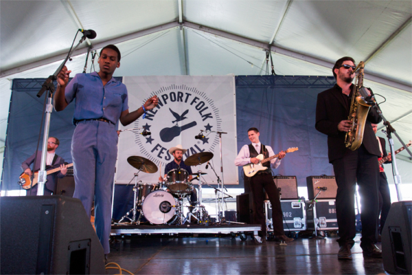 1_Leon-Bridges_Newport-Folk-Festival-2015
