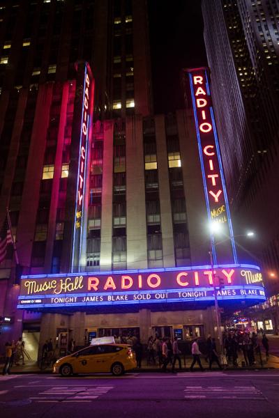 2_james-blake_radio-city-music-hall