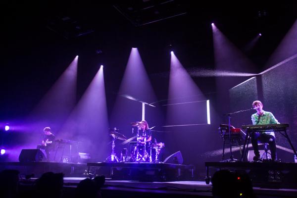 4_james-blake_radio-city-music-hall
